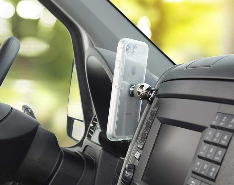 Nite Ize Steelie Dash Mount en Los Mejores Soportes de Teléfonos para Autos